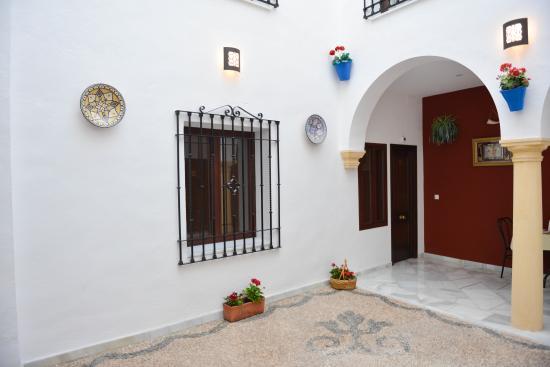 Los Omeyas Hotel: Hotel patio