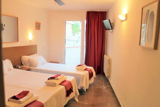 Hotel la caleta de Tamariu: Habitación triple