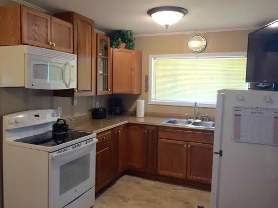 Lakeview Lodging: Kitchen