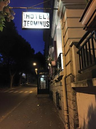 Hotel Terminus : Looks a little scary from the outside at night