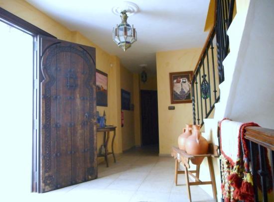 Hospederia el Caravansar: Entrance. Check out the front door!