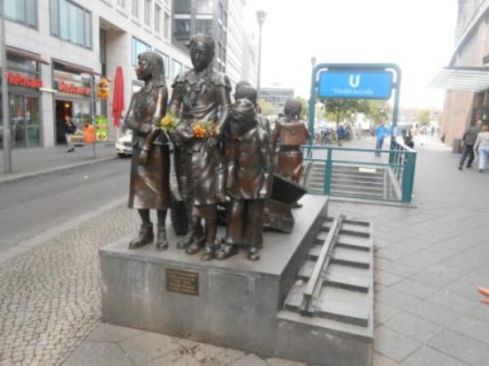 Berlin Urban Adventures: Miesler sculpture depicting Jewish departures