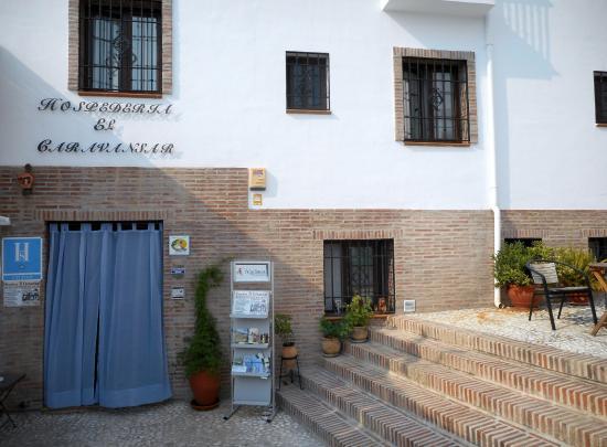 Hospederia el Caravansar: Front of hotel.