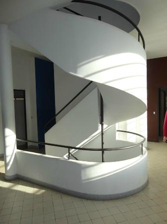 escalier tournant photo de villa savoye poissy tripadvisor. Black Bedroom Furniture Sets. Home Design Ideas