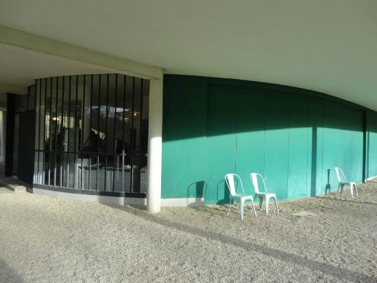 Entrée Du Garage Porte Coulissante Photo De Villa Savoye Poissy - Porte coulissante garage