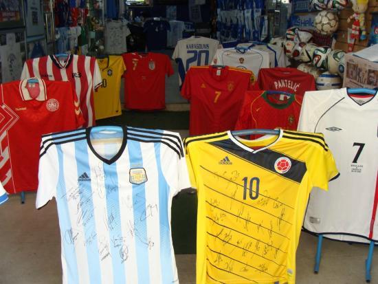 Μουσείο Εθνικής Ομάδας Ποδοσφαίρου  Μουντιάλ 2014- Υπογεγραμμένες φανέλες  από τον τελικό του Μουντιάλ ( 00176d95c7b