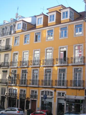 Lisbon Rentals Chiado: View from outside