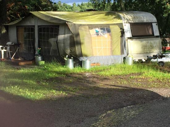 Rosjobaden Camping : Så här ser många vagnar ut påcampingen