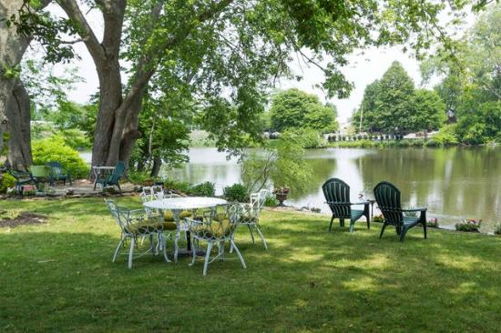 Walden on the Pond: Seating in yard area