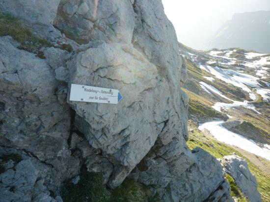 Klettersteig Nebelhorn : Weg vom nebelhorngipfel zum hindelanger klettersteig bild von