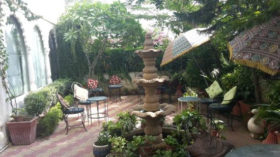 Sunder Palace Guest House: GARDEN TERRACE ground floor