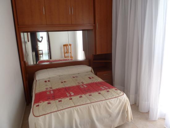 Dormitorio con armario puente fotograf a de apartamentos salceda noja tripadvisor - Dormitorio puente ...
