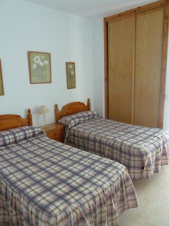 Apartamentos salceda apartment reviews price - Dormitorio dos camas ...