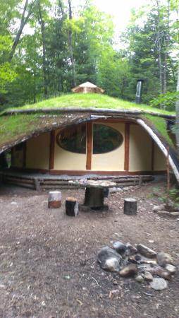 Maison de hobbit picture of les toits du monde - Maison du monde ile de france ...