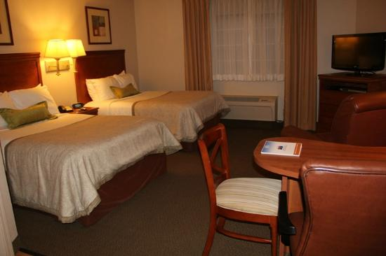 Candlewood Suites Olympia/Lacey: Beds were very comfortable - suite clean