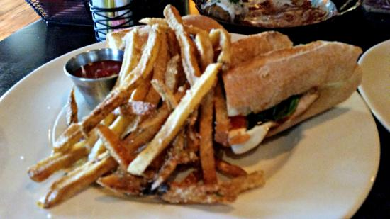 Tuscan Kitchen: lunch menu: panini and fries
