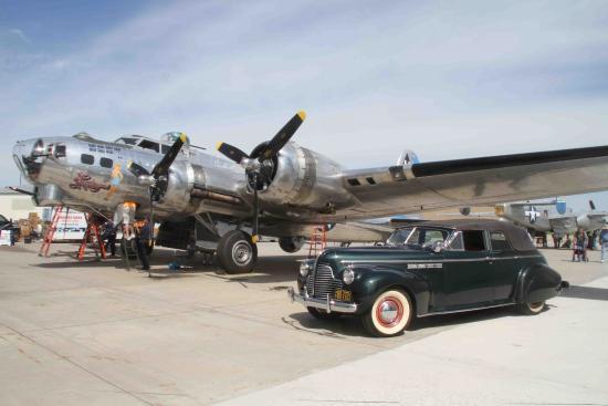 Fargo Air Museum: Visiting B-17 and B-25 bombers