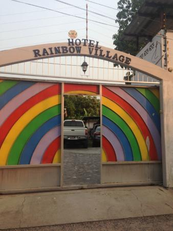 Restaurant Rainbow Village: Entrance - hard to miss once you are in the right area!