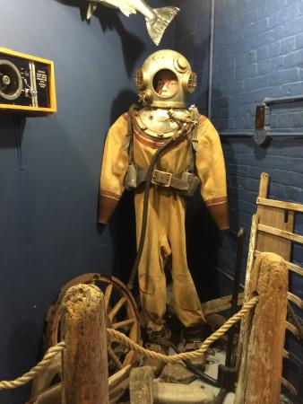 Marquette Maritime Museum : Hard-hat diving apparatus suit
