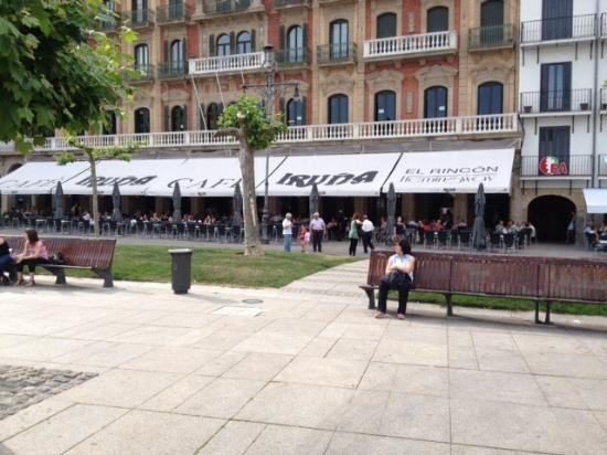 Hotel Restaurante Europa : The plaza near the hotel