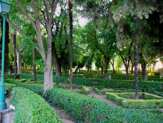 La porte de bisagra bild fr n jardines de la vega for Jardin de la vega alcobendas