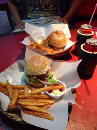 Burger Station: Classic Burger