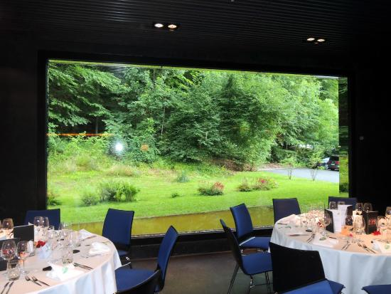 CU Restaurant: Overlooking the beautiful garden