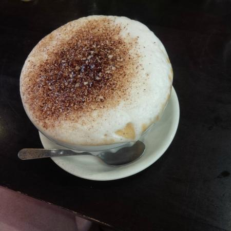 Manoir du Cafe: Bowl of cappuccino coffee