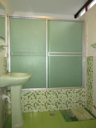 Las Palmeras Inn : Baño