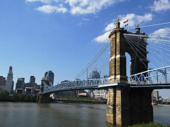 ‪Roebling Suspension Bridge‬