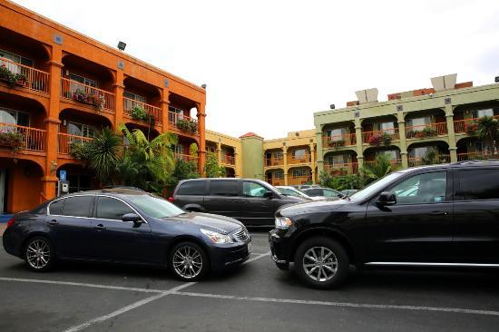 Hotel Solaire Los Angeles: Vista estacionamento