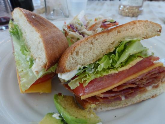 แกรสเวลลีย์, แคลิฟอร์เนีย: BLT Sandwich with slaw