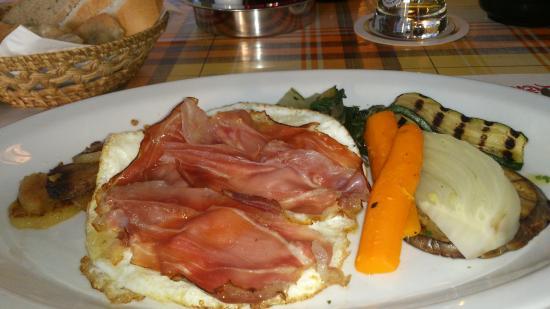Ristorante Sneton Restaurant: Patate con uova speck e verdure