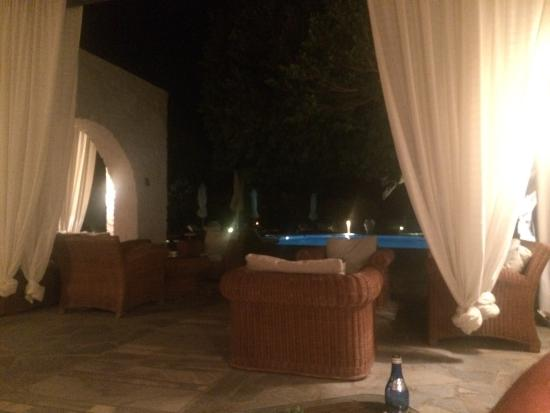 Yria Island Boutique Hotel & Spa: Evening pool view