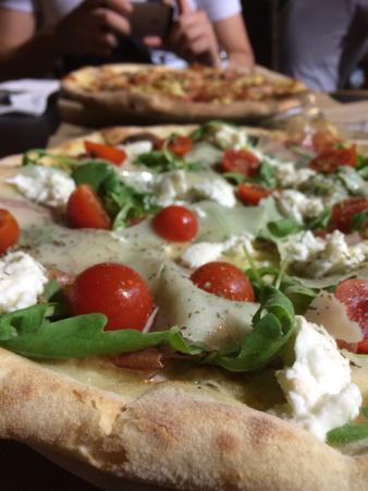 La Vita e Bella: Pizza!