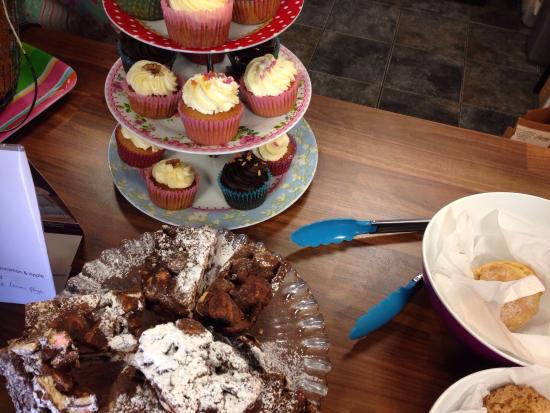 The Mixing Bowl: Sweets and homebaked cake