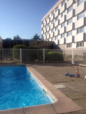 La piscine fotograf a de mercure paris le bourget le - Piscine de mesnil amelot ...