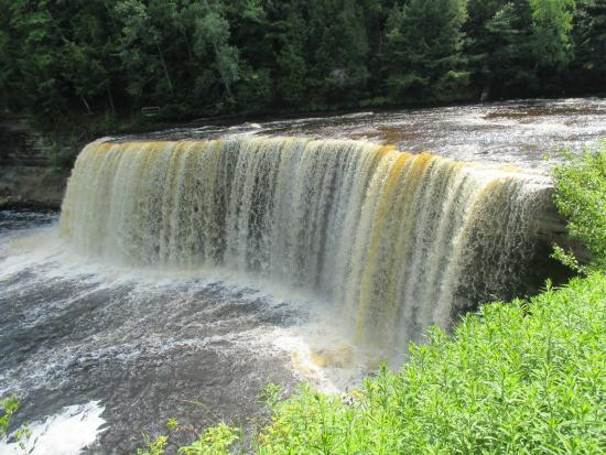 Some of the lower falls picture of tahquamenon falls for Cabins near tahquamenon falls