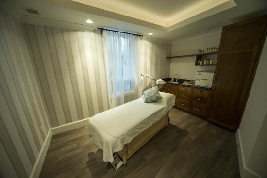 Hume Hotel & Spa: Aura Spa & Salon Treatment Room