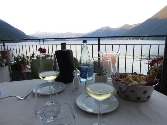 la tavola sulla terrazza a lago - Picture of Ristorante Villa ...