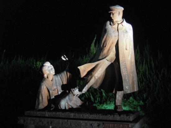 Omiyanomatsu / Statue of Kanichi and Omiya: Omiyanomatsu