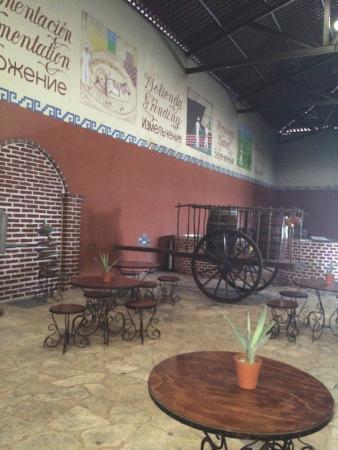 Mayapan Traditional Agave Distillery: Destilería de Agave Tradicional Mayapán