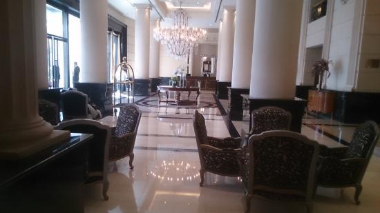 Diplomatic Hotel: Hall entrada