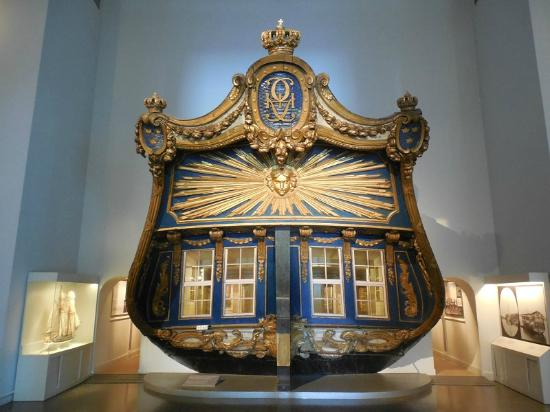 Maritime Museum: Stern of old royal ship in main museum building