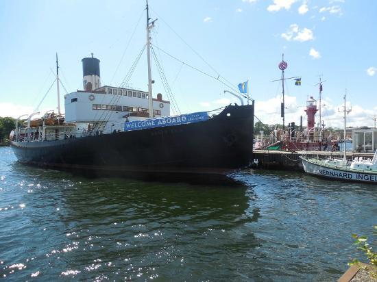 Maritime Museum: The icebreaker Sankt Erik