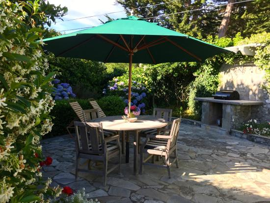 Ferrando's Hideaway Cottages: one of two lovely patios