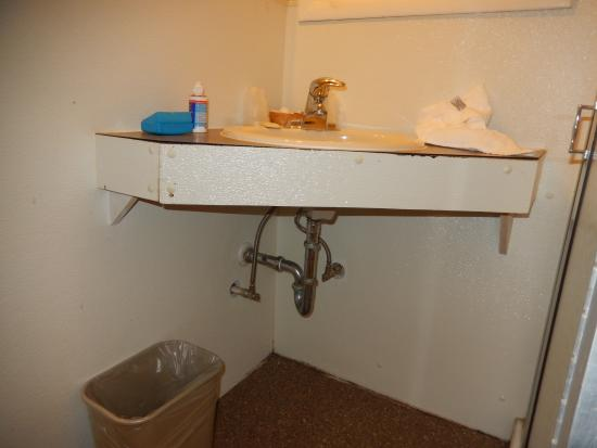 Royal Victorian Motel: Bathroom