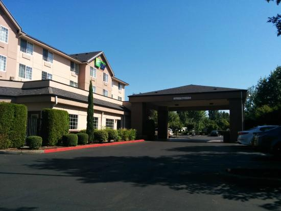 Holiday Inn Express Portland - Jantzen Beach : Main entrance