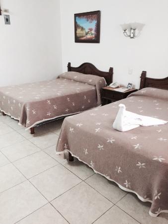Hotel Santa Maria : Interior y una habitación doble