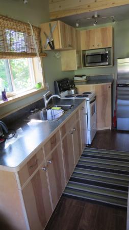 Hagensborg, Canada: kitchen